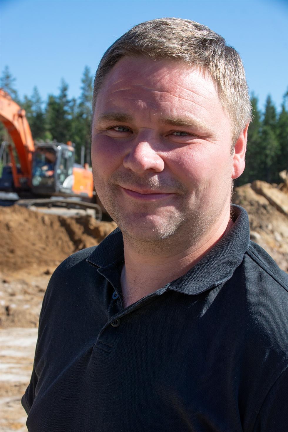En Volvo FMX 600 6x6 blev snabbt en uppskattad medspelare i Söderqvist Gräv AB:s entreprenader. Tanken var att minska beroendet av inhyrda dumprar och att göra det med en lastbil som även kan användas i mer ordinära lastbilsuppdrag. – Med sin styrka, snabbhet, smidighet och framkomlighet stämmer den väl för våra behov, säger Martin Söderqvist.