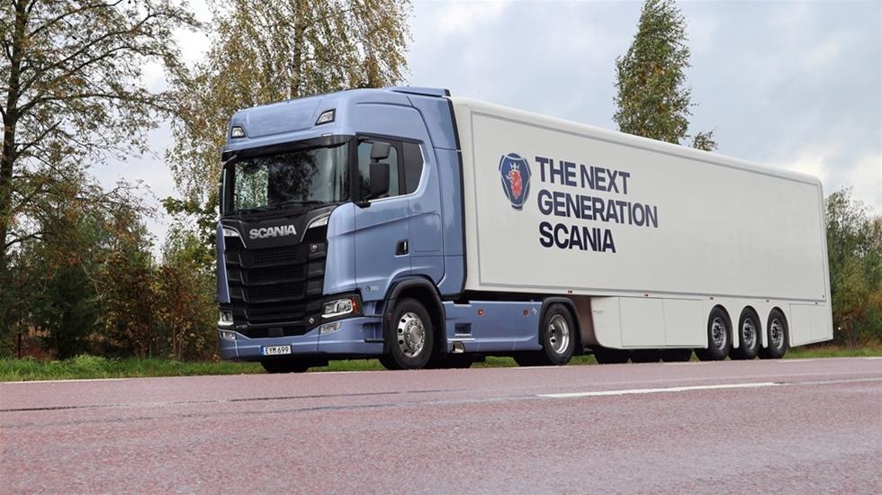 Toppmodellen i Scanias nya generation lastbilar har modellbokstaven S, stansad i fronten. Med en V8 på 730 hästar står S:et för Super. Åkeri & Transport har nu kört den ett par timmar på varierande vägar och kan meddela att liknelsen stämmer, den är verkligen Super.