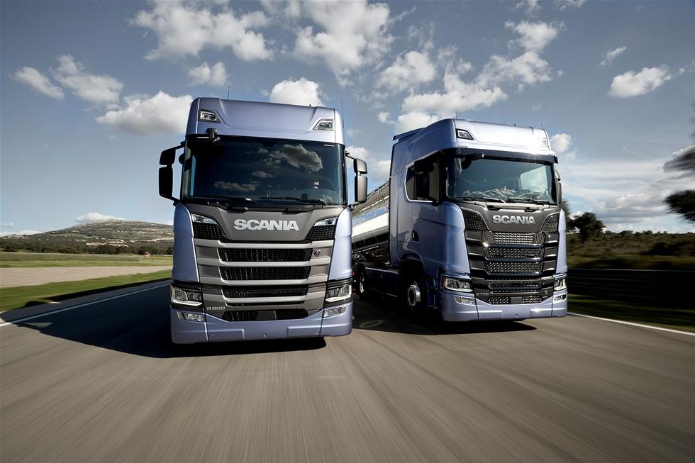 För första gången på 21 år lanserar Scania en ny generation lastbilar. Sammanlagt har kring 20 miljarder investerats i utvecklingen av produkter och tjänster. – Det här är tveklöst den största satsning som Scania någonsin har gjort under sin 125-åriga historia, sade vd:n Henrik Henriksson under lanseringen i Paris på tisdagskvällen då lastbilarna för första gången visades upp för omvärlden.