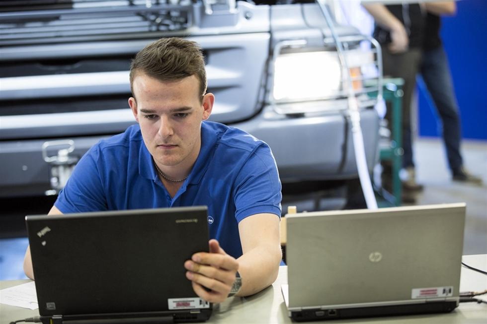 Andreas Sjöberg, 20, från Västerbotten är Sveriges skickligaste lastbilstekniker. – Min dröm är att få jobba i ett F1-stall, säger han.