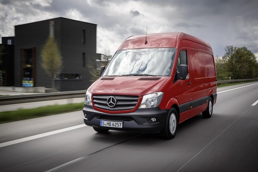 Även om Mercedes Sprinter i de allra flesta fall säljs som lätt lastbil med totalvikt upp till 3,5 ton så finns det många som har behov av att kunna lasta ännu tyngre. Nu kan man köpa bästsäljaren med upp till 5,5 tons totalvikt och med en lastförmåga på upp till 3,4 ton. Samtidigt höjs effekten med upp till 20 procent på de mindre modellerna.