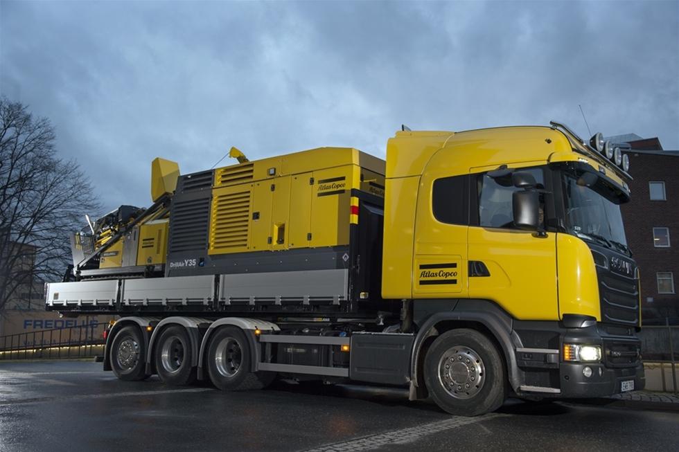Atlas Copco är en världsledande helhetsleverantör av utrustning till brunns- och energiborrare. Scania är världsledande leverantör av transportlösningar. Tillsammans har nu de båda företagen tagit fram ett nytt koncept som kommer att underlätta vardagen för brunns- och energiborrare.
