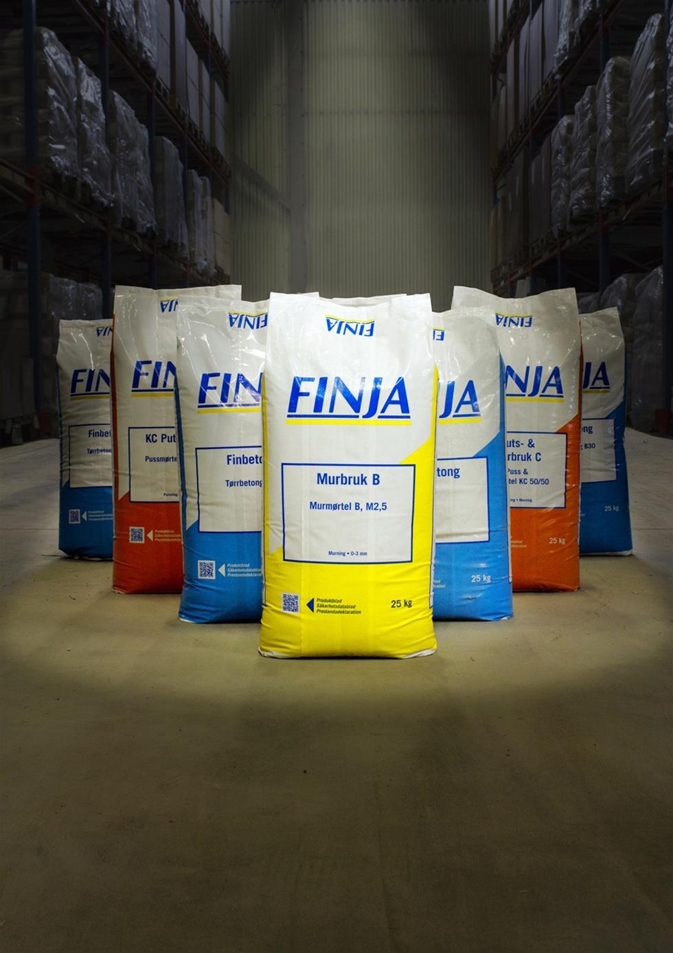 Nu lanserar Finja helt nya förpackningar för våra torrbruksfavoriter. Det blir slitstarka säckar av plast som byter om från papper till plast.