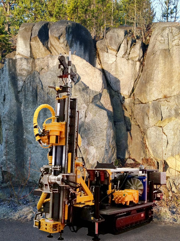 Skandinaviska Diamantborrfabriken, SDBC AB, lanserar ESD5 för ovanjordsborrning vid prospektering av mineral och malm. Borrmaskinen är baserad på pilotstyrd hydraulik med en enkel och driftsäker konstruktion. ESD5 möter världspubliken på MaskinExpo.
