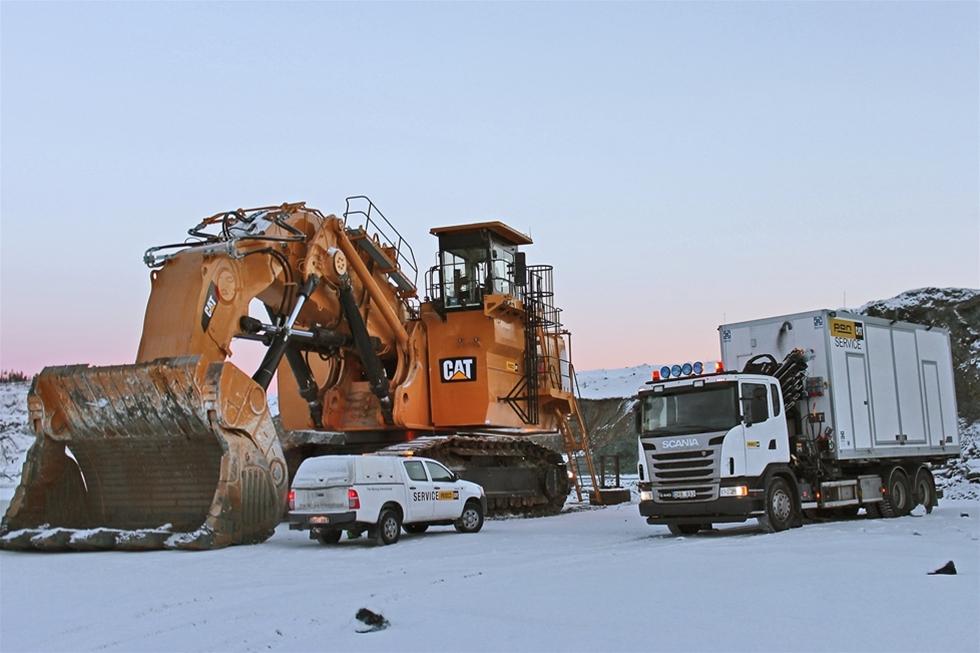 För att effektivisera underhållet på entreprenadmaskinerna i den nyöppnade gruvan i Kaunisvaara, valde PON att i samarbete med Berco utveckla ett lastbilsburet serviceskåp. I skåpet finns pumputrustning för både byte av oljor samt för smörjning av maskinerna. Dessutom har man ett uppvärmt utrymme med arbetsbänk för mindre reparationsarbeten.
