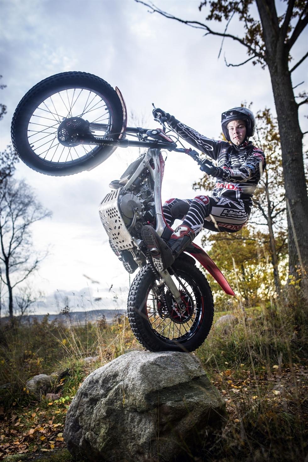 Hiab, som ingår I Cargotec-koncernen, kommer att sponsra Eddie Karlsson, nordisk mästare i motorcykelsporten trial. Eddie Karlsson slutade tia i World Championship 2015 och siktar nu på att bli etta i världen. Sponsringsavtalet skrevs under i november.