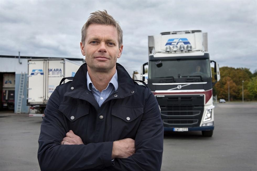 EA åkeri i Skara kör sina 50 lastbilar nästan helt fossilfritt. – Vi brukar ligga sist i kön med ny teknik. Nu är vi bland de första i Sverige, säger Stefan Nyman, vd.