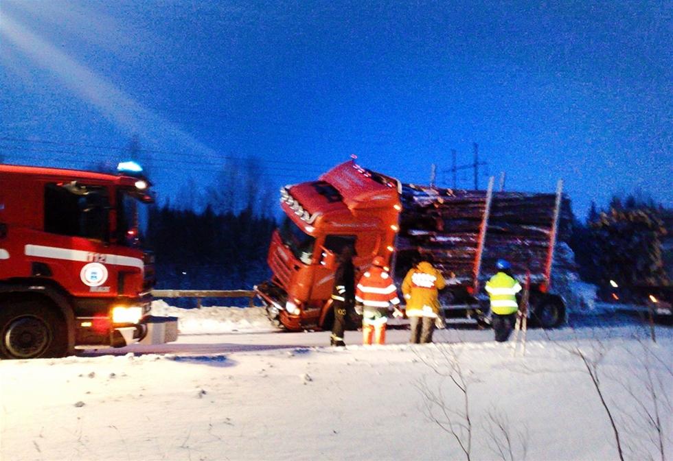 Länsförsäkringar i Västerbotten spelade ett högt spel – och vann. Trafikverket får bakläxa för dålig markering i samband med en vägreparation. Chaufförer och åkare kan göra tummen upp. – Vi var övertygade om att det var rätt överklaga till Hovrätten, säger Mats Sundling, juridiskt ombud.