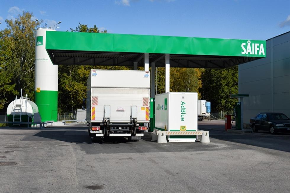 Nyligen invigde Preem i samarbete med Volvo Truck Center fyra nya Såifaanläggningar för yrkestrafik. Två i Stockholmsområdet och två i Skåne. Etableringarna är ett led i Preems satsning på nya och moderna stationer längs strategiska trafikplatser och knutpunkter runt om i Sverige.