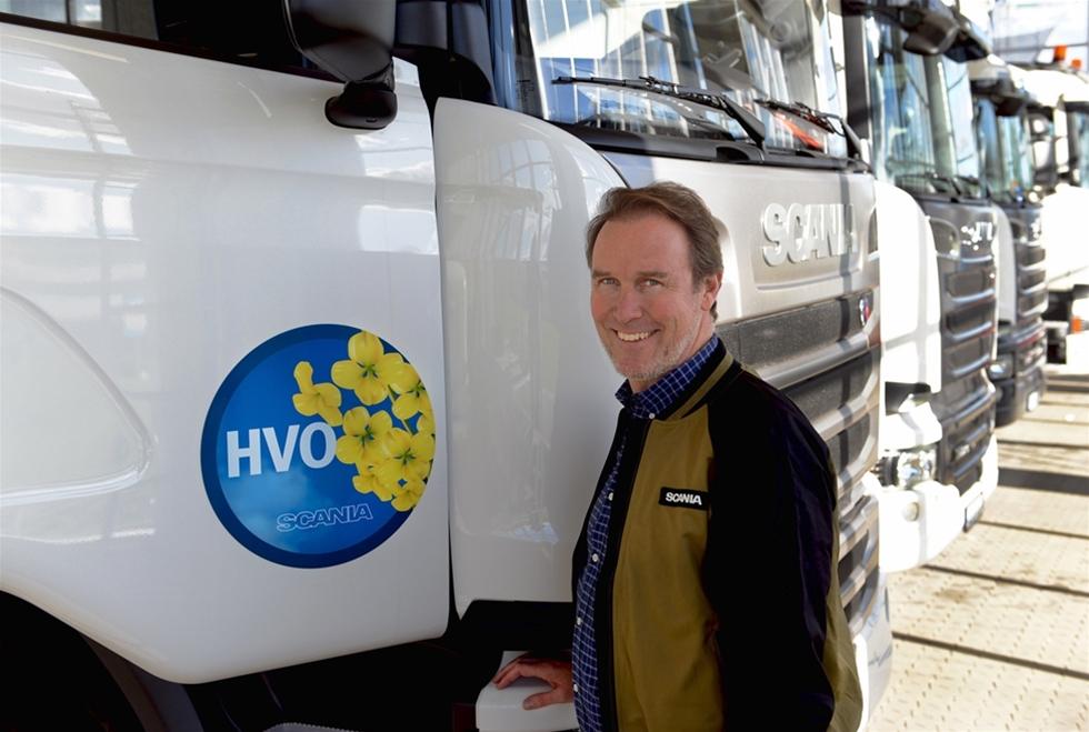 Efter att HVO nu har certifierats enligt specifikationen TS15940 som ett biobränsle för vägtrafik, ger Scania grönt ljus för att driva alla Euro 6-fordon från Scania med HVO (Hydrotreated Vegetable Oil). Om man kör på ren HVO, som kemiskt liknar fossil diesel, kan CO2-reduktionen i bästa fall uppgå till 90 procent. HVO ger dessutom inga nämnvärda kostnadsökningar och påverkar varken fordonets egenskaper eller dess underhållsbehov.