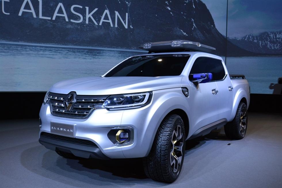 Nu växlar Renault upp sina ambitioner inom lätta transportfordon. Det görs med Alaskan – en pickup truck med plats för fem passagerare och som därutöver kan lasta ett ton med gods. Konceptbilen visades för Åkeri & Transport på en presskonferens i Paris början av september. I mitten av nästa år rullar de första bilarna ut på marknaden – land för land, region för region. Troligen dröjer det till 2017 innan det blir säljstart i Sverige.