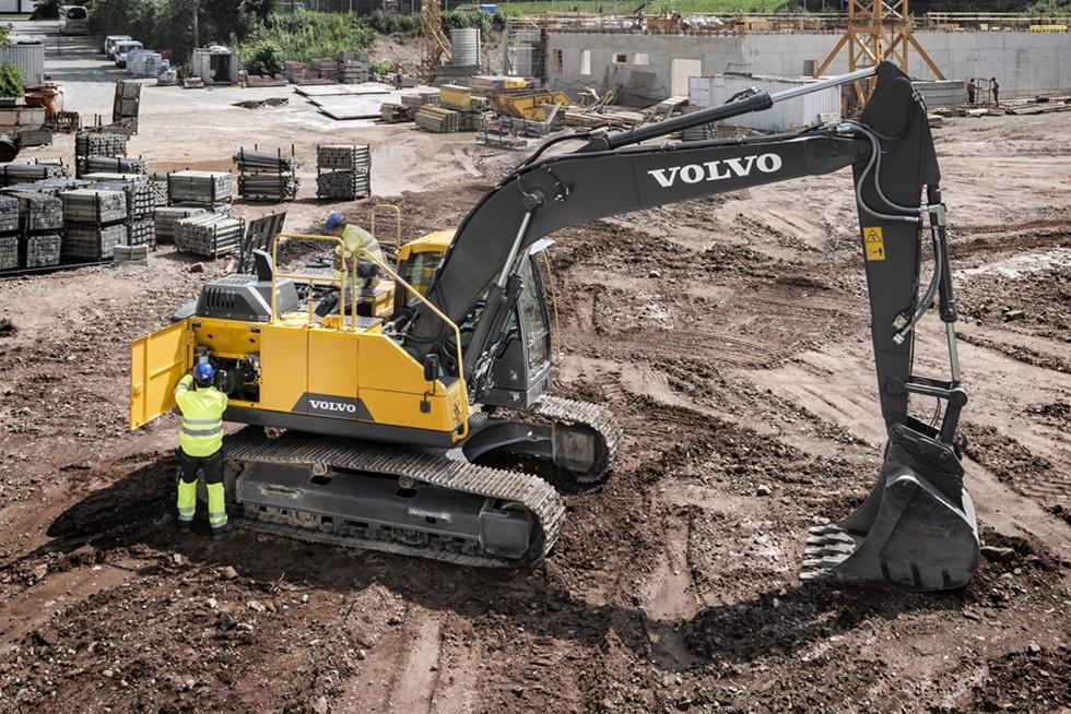Volvo Construction Equipments nya bandburna grävmaskiner i E-serien har en kraftfull motor som uppfyller Steg IV, och en hållbar utformning som ger utmärkt bränsleekonomi och en robust prestanda i svåra applikationer.