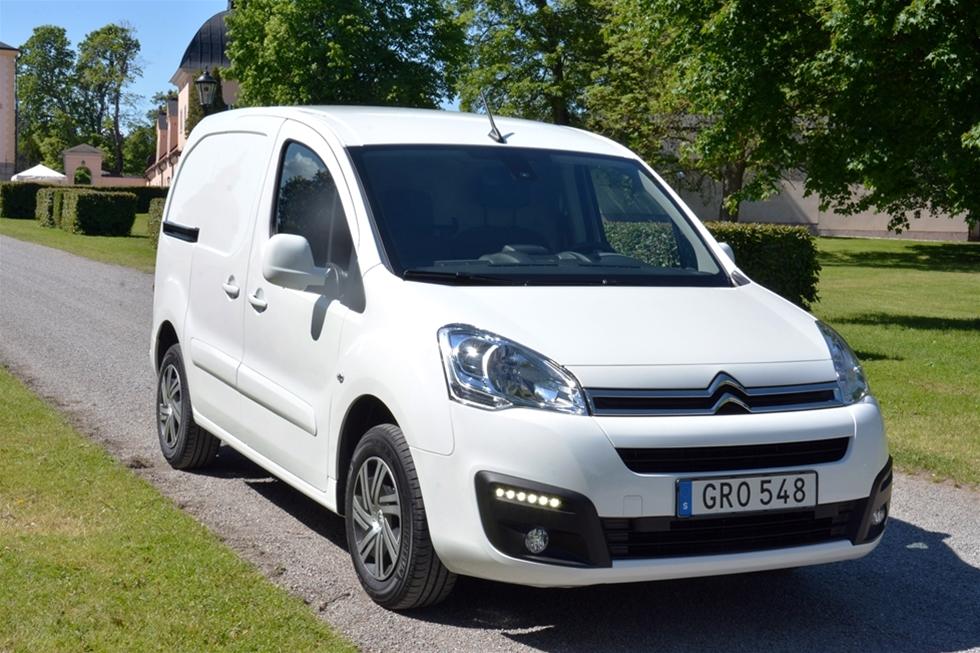 I mars avtäcktes nya Citroën Berlingo på bilsalongen i Genève. Några månader senare var det dags för den uppdaterade modellen att göra entré i Sverige. Redan ett första ögonkast noterar att modellen fått en ny exteriör. Det framgår tydligt av frontens nya stötfångare, LED-varselljus och kylargrill. Men även i övrigt bjuder modellen gott om nyheter.