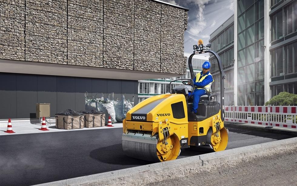 Den nya tandemvälten DD25B från Volvo Construction Equipment med en Steg IV-motor når oslagbara resultat med maximal drifttid.
