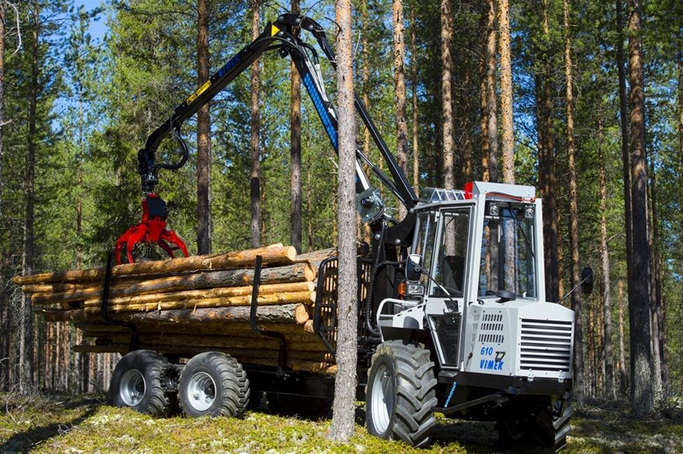 Lite i det tysta händer det stora saker bland skogsmaskinföretagen i Vindeln. Med små maskiner har företaget Vimek nått framgångar i stora världen. Och trots att att den största skotaren, Vimek 610, bara har en maxkapacitet på 5 0000 ton. Men det är givetvis detta, som är den lilla maskinens stora styrka. Dessutom tillverkar vimek även små skördare.