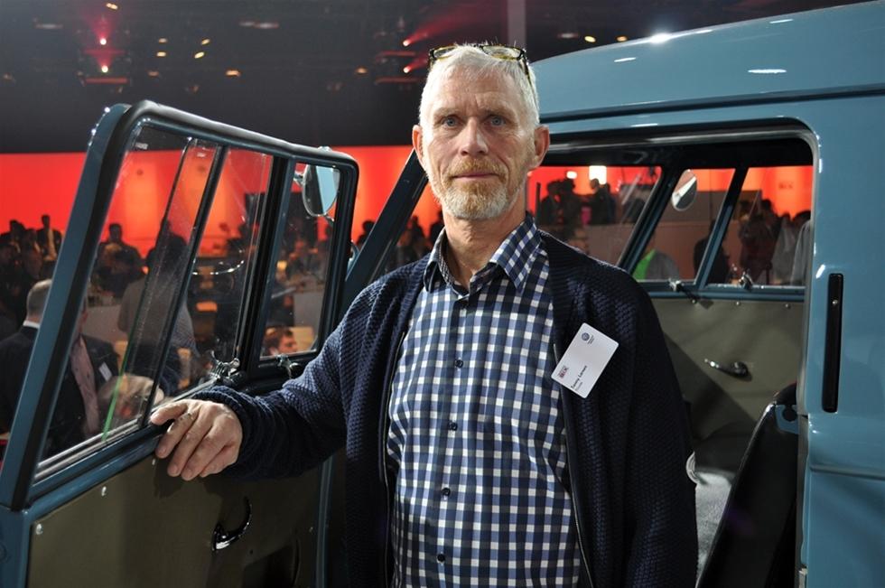 """En dansk och en holländare hade hedersplatser på den stora internationella världspremiären för nya Volkswagen Transporter T6 – nämligen Ben Pon som säg stå bakom hela det framgångsrika konceptet och så Tonny Larsen från Danmark. Med sin """"Sofie"""" en av världens äldsta bevarade VW Transporter T1."""