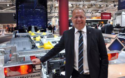 Lundstedt gör en Sverigeresa och tar över ratten hos Volvo