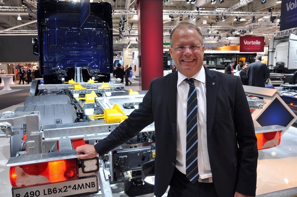 """Det beskrives som ett chockbesked, att Martin Lundstedt, tidigare koncernchef för Scania, blir ny vd på Volvo. Ordet """"chock"""" har efter år av missbruk av främst kvällspressen, förlorat något av sin status. Men visst är det överraskande – att beskedet som kom nyligen, inte hade föregåtts av några mer ihärdiga spekulationer i öst-västlig riktning."""