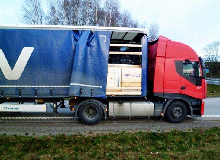 Den trailer som var lastad med stöldgods mellan Sandsjöbacka och Väröbacka körde för DSV. I varje fall var den försedd med speditionsföretagets blå kapell och logga. – Jag ska agera så att chauffören inte får sätta sig i en av våra bilar mer, säger Stefan Bengtsson, säkerhetschef på DSV, Sverige.