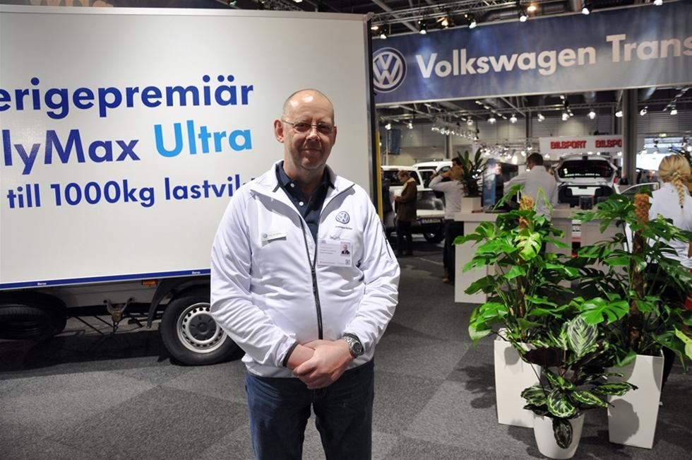 Hos Volkswagen konstaterade mässpersonalen att Bilar som jobbar visade sig ligga något fel i tiden - för deras del. Det fanns nämligen inte några större nyheter att visa, och vi vet alla att det inom kort kommer såväl en ny Caddy som en ny Transporter. -Däremot kan vi visa en ny påbyggnad i form av Volymmax Ultra. Tack vare nya lösningar har maxlasten i detta skåp kunnat ökas till 955 kilo, berättade Hans Arvidsson Conversion Manager på Volkswagen Transportbilar.