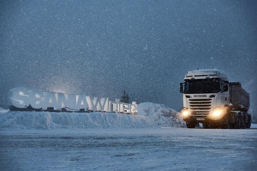 Det ser bra ut  för Scania just nu. På den viktiga europeiska marknaden gick  försäljningen finfint och tillverkaren tog nya andelar. Scania menar  själva att företaget just nu står starkare än någonsin. -  Scania har haft ett mycket bra år 2014, sade Örjan Ålund, Product  Affairs, Sales and Marketing, när han kommenterade den senaste  utvecklingen i branschen. Jag tror en av huvudanledningarna är att vi  har en mycket låg bränsleförbrukning på våra nya Euro 6-bilar, samtidigt  som kvaliteten bibehålls på en toppnivå.