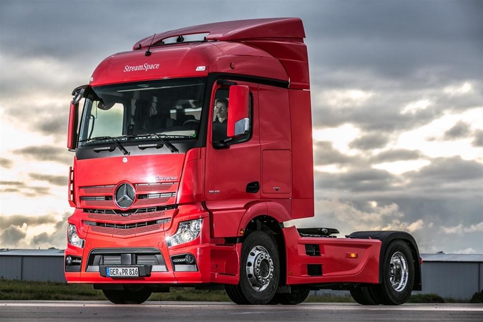 Modulkomponent-byggsatsen till den senaste Actros  förarhytten har redan bevisat sin styrka och flexibilitet. Den nya  generationen av Actros-hytten är nydesignad och uppbyggd i moduler som  kan användas i andra Daimler fordon, som Antos och Arocs.