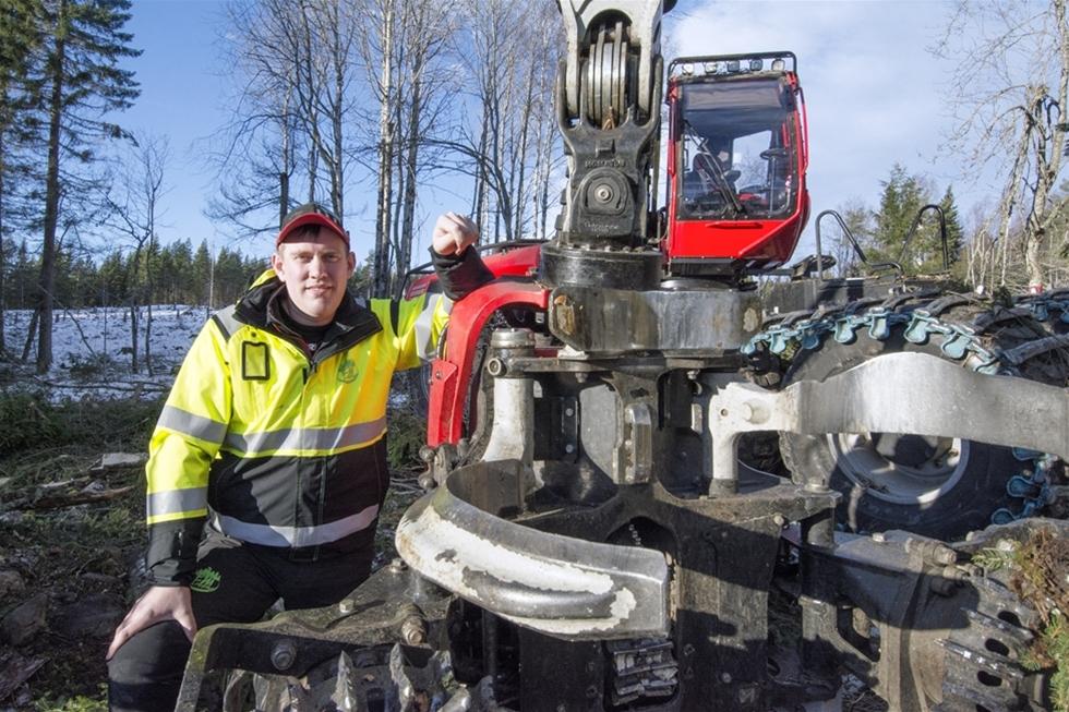 Som 18-åring startade Erik Pettersson enskilda firma och började köra sin farbrors ena Valmet-skotare. Målet var tydligt: Att bygga upp ett startkapital till en egen verksamhet. Idag - tio år senare - är  Erik en av regionens största skogsentreprenörer, med tre grupper för gallring och en för slutavverkning.