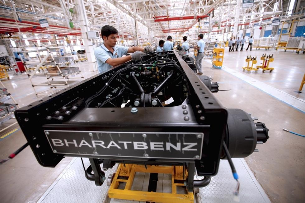 Om man vill sälja lastbilar på den färgrika marknaden i Indien är det viktigt att priset är riktigt – med andra ord, jämförelsevis lågt. Det är en ekvation som oftast inte harmonierar med kvalitetslastbilar från Europa.
