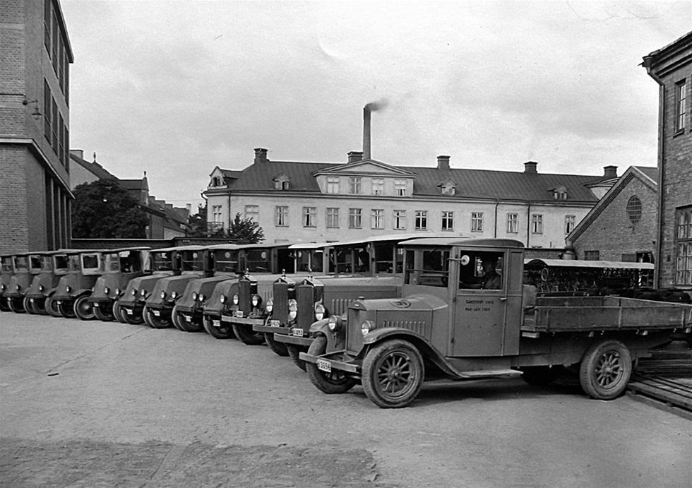 Man kanske kan tro att elbilar är något nytt och modernt påfund för att rädda miljön, men redan på 20-talet tillverkades eldrivna lastbilar som användes mestadels för att transportera material och verktyg inne på stora industrier tills truckarna tog över handen.