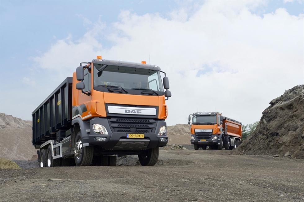 """DAF CF är den holländaren för tung distribution, som enligt specifikationen ska """"kunna allt"""". Men kan den det? Vi har testat den på hemmabanan i Rotterdams containerhamn."""