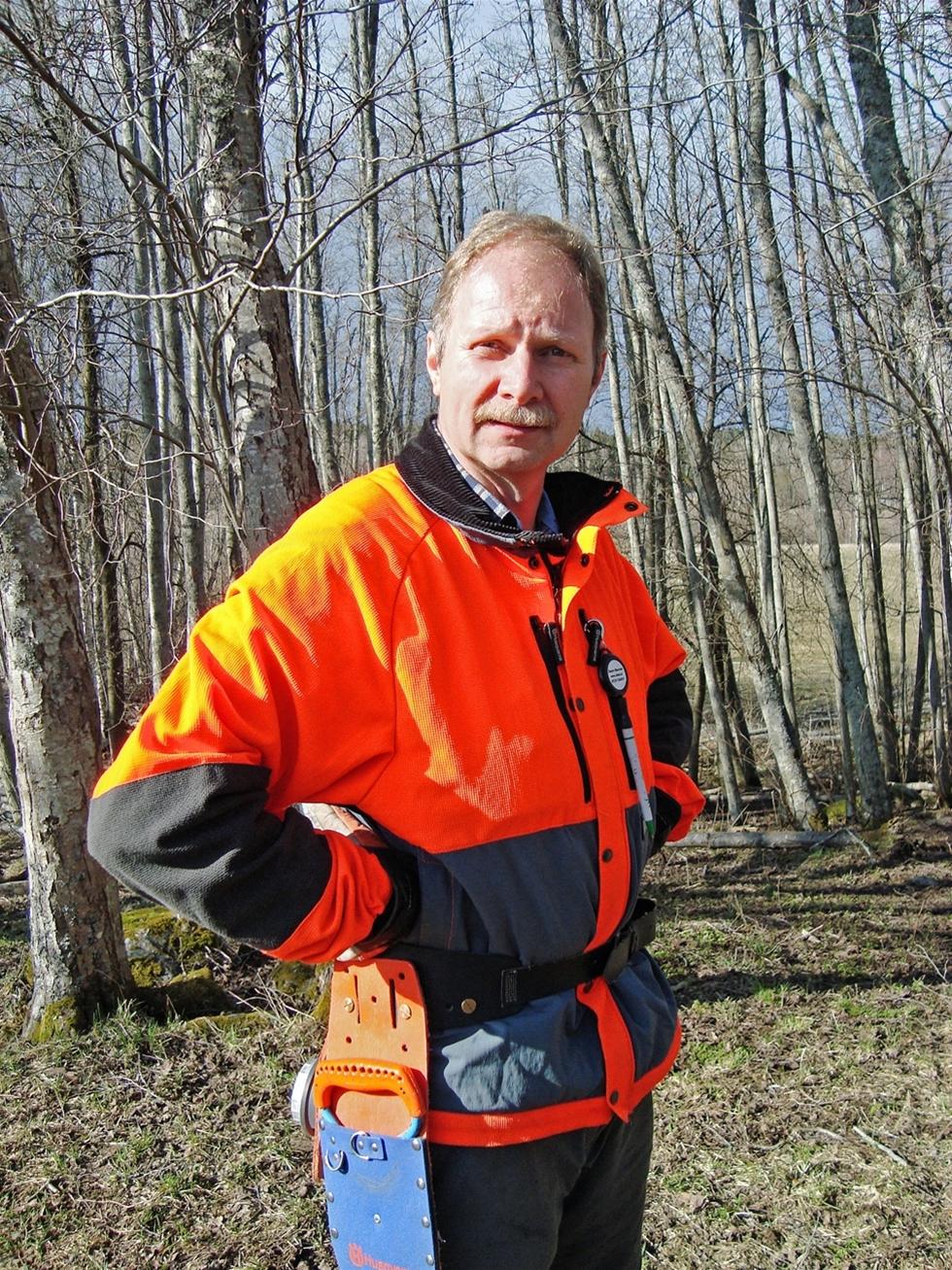 Sverige har varit världsledande med motorsågsutbildning. – Vi lärde världen att arbeta effektivt och säkert. Sen halkade vi efter och höll på förlora vår kompetens, säger Tomas Gullberg, vd för Säker skog.
