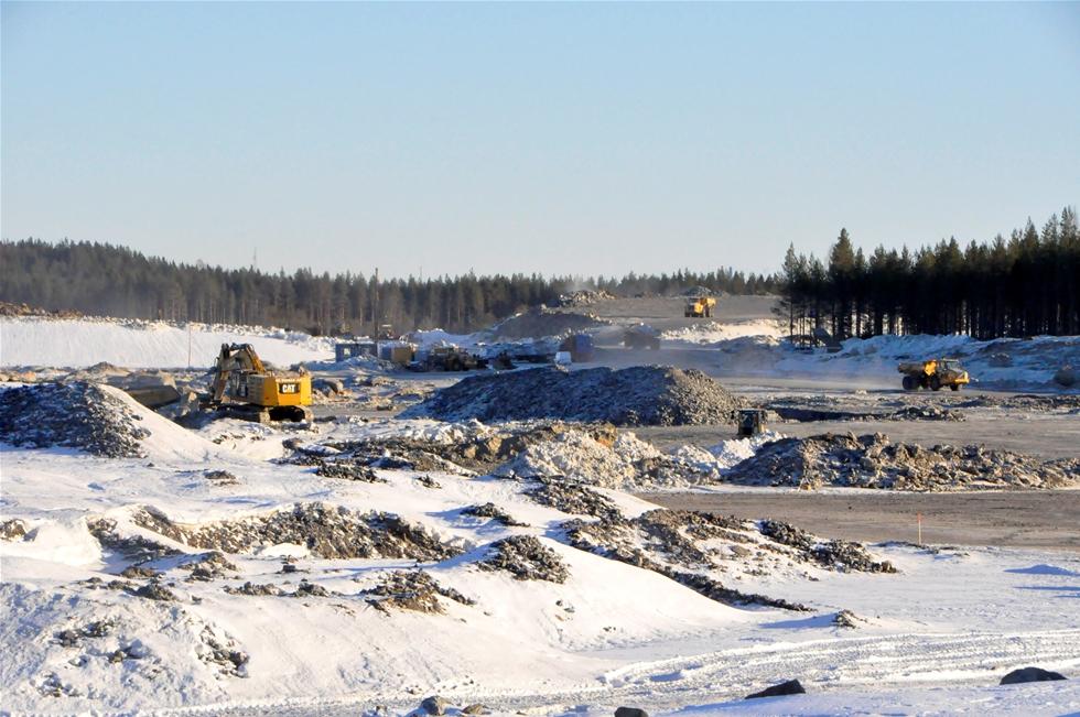 Trenden inom sjöfart går mot allt större fartyg samt större behov av upplagsytor. Redan för fem år startade planeringen att bygga ut hamnområdet i Skellefteå - och med Northvolts påbörjade batterifabrik har processen påskyndats. Innan 2030 beräknar hamnchefen Lars Widelund ha investerat en halv miljard kronor i hamnen.