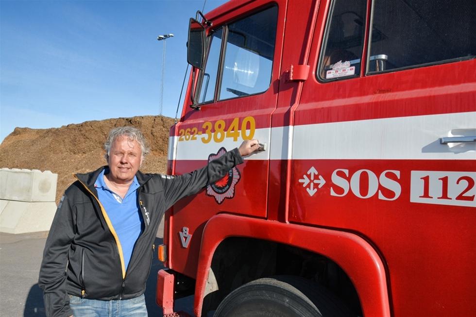 På Söderenergis bränsleterminal i Nykvarn står en Scania 140 från 1972 som åkeriägaren Ove Lindkvist har ett speciellt förhållande till – om än nytt. Den gamla brandbilen har tidigare tjänstgjort som reserv på Sturup och som flygplatsbrandbil är den en utmärkt tillgång om det börjar brinna i flishögarna.