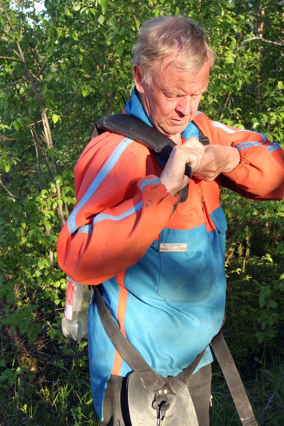 Kjell Berg vägrade ge sig. Han trotsar hjärtfel och njursjukdomar och ger sig ut i skogen ändå varje dag i ur och skur. Även på fritiden!