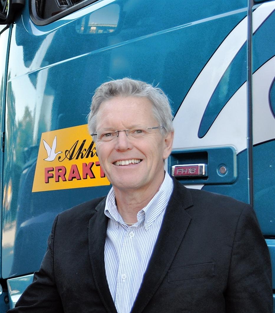 Lars Heidenberg blev vd för Akkafrakt för tre år sedan. Sedan dess har han ständigt letat upp nya affärer. – Han inte bara dirigent, han har valt en aktiv roll. Lars har mod att gå in i projekt, som inte är traditionella för lastbilscentraler. Han ser möjligheterna i olika affärer, säger affärsområdeschef Laslo Farago, som med sina 17 år tillhör företagets veteraner.