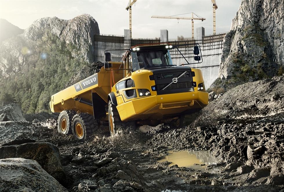 Sedan debuten 1966 har Volvo Construction Equipments ramstyrda dumprar varit anläggningsbranschens gyllene standard – och de främsta när det gäller terränggående produktivitet. Volvo Construction Equipments nya G-serie ramstyrda dumprar för vidare den traditionen, med nya funktioner för att förbättra komfort och produktivitet.