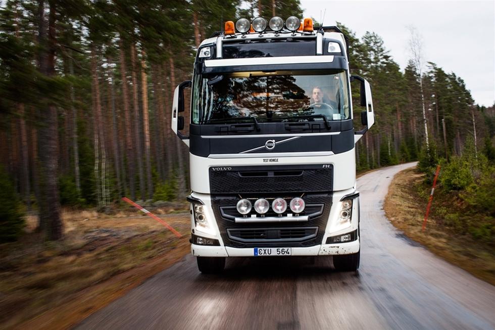 Över hälften av lastbilsförarna i Europa har problem med värk i rygg, nacke och axlar, enligt en studie från Volvo Lastvagnar. Nya Volvo Dynamic Steering gör det möjligt att styra en lastbil med minimal ansträngning – och minska skaderisken för föraren.