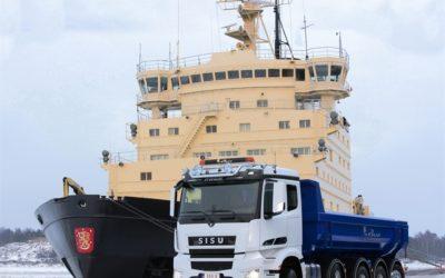 Lilla finska tillverkaren tar jätten Mercedes till hjälp