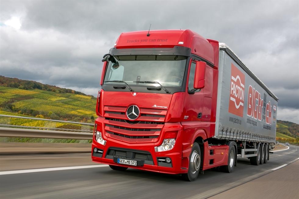 Under en längre tid verkar det som om Mercedes prioriterat många andra verksamheter, exempelvis personbilarna, före exempelvis lastbilar, men sedan en tid har detta förändrats.