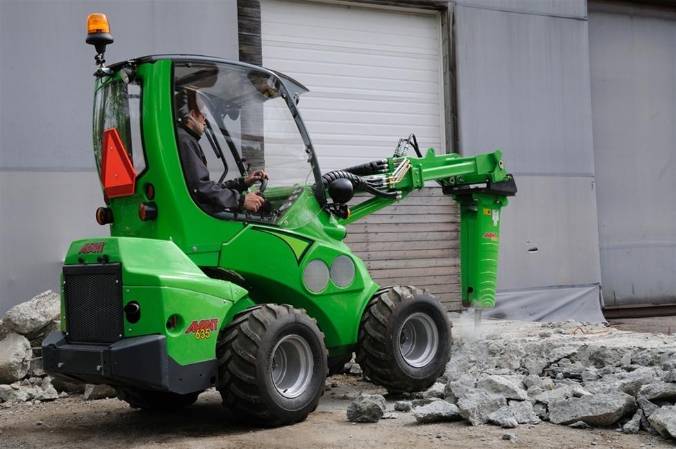 Beprövade maskiner lanseras i specialutförande för rivning, sanering och återvinning. Redskapsbärarna utgör tillsammans med Avant´s rivningsrobotar ett demoleringsteam att räkna med.
