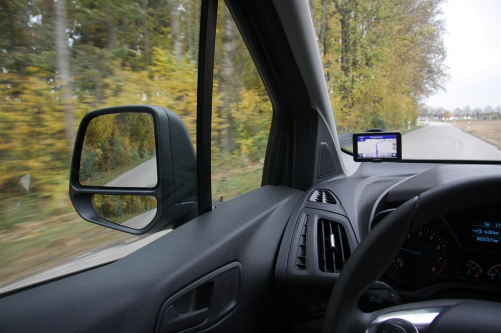 Det var med viss spänning jag tog plats bakom ratten på nya Ford Transit Connect för en första snabb provtur i södra Tyskland. Spänning inte bara för att vi alltid har stora krav på Fords transportbilar, spänning inte bara för att vindkraftverken står som spön i backen i de för övrigt undersköna alplandskapen, spänning inte bara för att bilen just tagit hem utmärkelsen International Van of the Year. Utan därför att Ford alltid haft en förmåga att ligga bland de främsta med alla sina olika Transitmodeller.