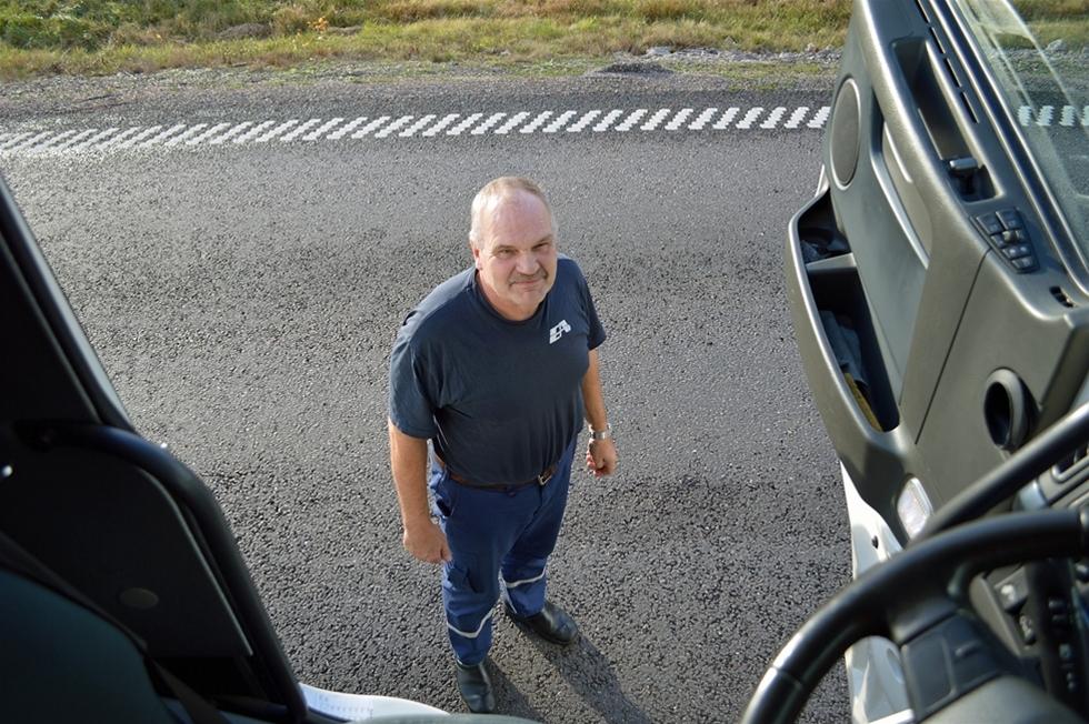 Chaufförer och truckförare lever farligt. – Jämfört med andra branscher löper anställda inom transportsektorn mer än dubbelt så stor risk att skada sig i jobbet, säger Gabriel Sanz, inspektör vid Arbetsmiljöverket. Mikael Kvist, som kört lastbil sedan 1975, håller med om att tempot ständigt drivs upp.