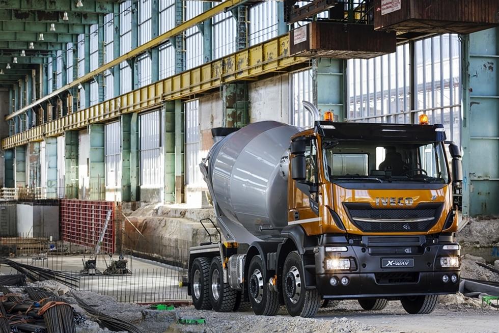 Iveco har lanserat Stralis X-Way, en ny serie specifikt konstruerad för bygglogistik och urbana uppdrag. Den kombinerar Ivecos bästa tekniker för bränsleeffektivitet och säkerhet med den sedvanliga offroadrobusthet som utmärker de mest slitstarka fordonen och ger hög produktivitet med låga ägandekostnader.