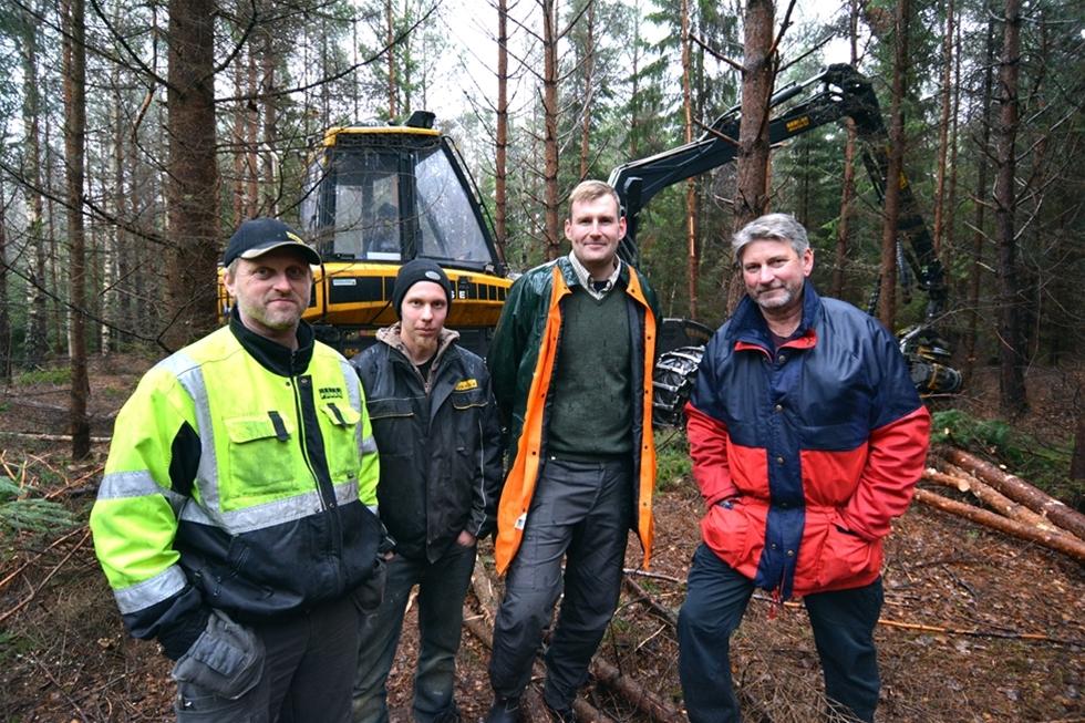 Intresset för teknik och skog. Därtill känslan av att skapa något bestående. Det är viktiga drivkrafter för Jörgen Karlberg, skogsmaskinentreprenör från Kungsör. Han är ensamföretagare med en mellanstor gallringsskördare, men i uppdragen upplever han ändå att han har kolleger.