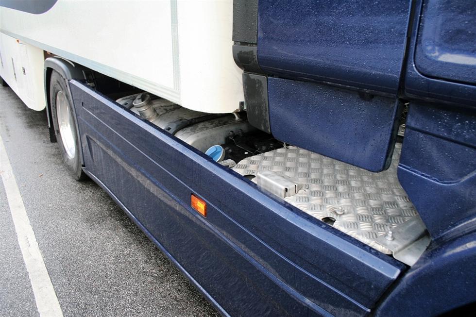 Målet med vår test av Scania G 410 Streamline var att bekräfta den ännu lägre bränsleförbrukningen i Scanias andra generation av Euro 6-motorer. Yttre omständigheter gjorde att vi inte kunde övertygas. Testen blev faktiskt ett rent fiasko på grund av vädret. En kylig höst, med cirka 10 grader, regn och hård blåst på en tredjedel av den 15 mil långa sträckan, betydde att genomsnittsförbrukningen slutade med att liga 3–5 procent över det normala. När vi jagade bränslebesparingar på omkring 2–3 procent så säger det sig självt att denna bränsletest på förhand var dömd att misslyckas.