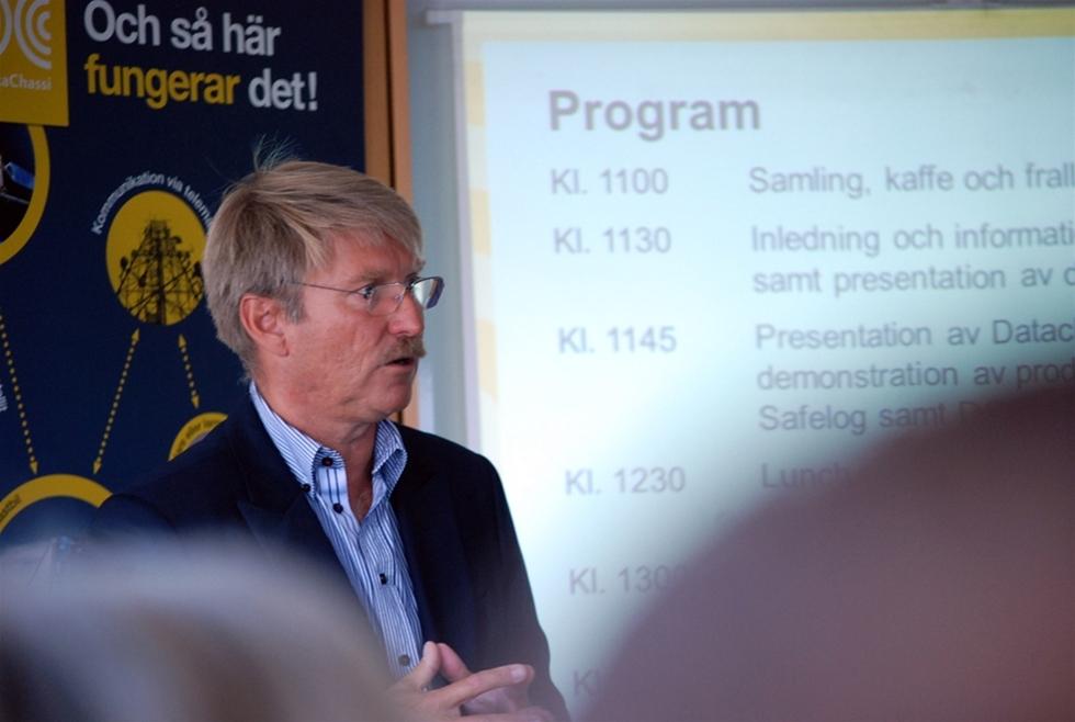Tomas Bagge vill att transporter med värdefullt gods ska märkas enligt den princip som gäller för farligt gods. – Något måste hända för att få stopp på stölder av gods och diesel ur fordonen, säger han.