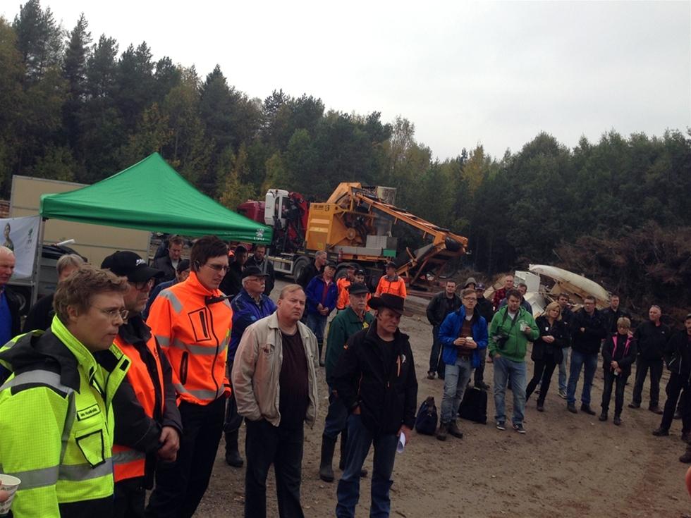 Nyligen samlades drygt 300 personer i Korsnäs utanför Vasa, för att ta del av samlad kompetens och demovisning i lönsam biobränsleproduktion. Eventet ordnades i ett samarbete mellan teknikleverantören Allan Bruks AB, UPM Kymmene OY, värmeverket Vaskiluodon Voima och Österbottens Skogsvårdsförening.