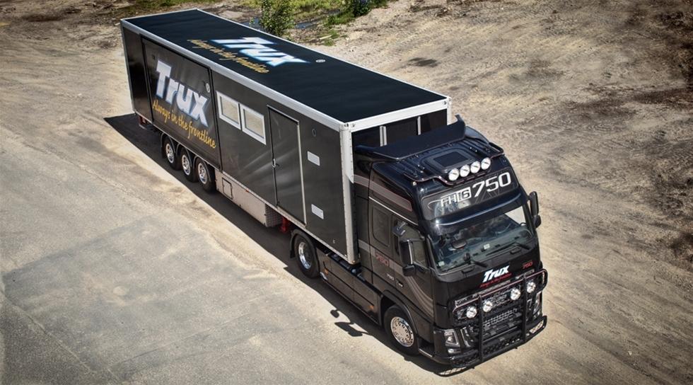 Efter vårens framgångsrika turné tillsammans med Volvokaravanen fortsätter Trux under sensommaren och hösten att åka land och rike runt med sin utställningstrailer för att visa upp sina populära aluminiumtillbehör till tunga lastbilar.