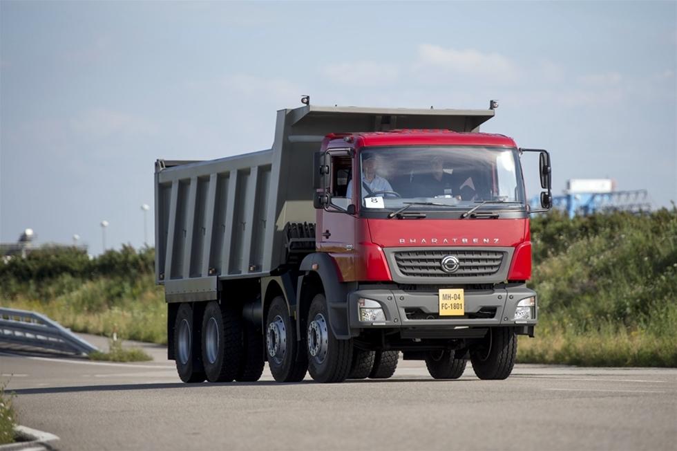 Är det möjligtvis någon som saknar Mercedes-Benz Axor? Knappast, men trots det hade Åkeri & Transport nyligen tillfälle att testköra en helt ny version av den solida lastbilen. Nämligen en Bharat Benz avsedd för den indiska marknaden.