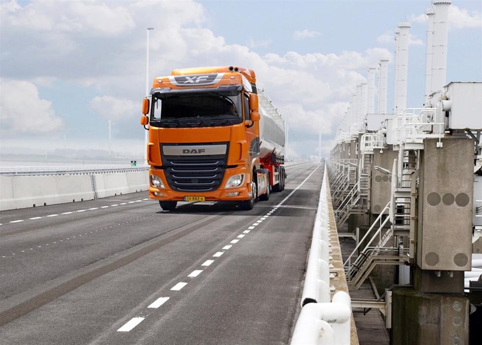 Åkeri & Transport har haft möjlighet att genomföra en längre testkörning med den nya DAF XF 440 och kan utan att darra på manschetten utnämna den till den bästa lastbil DAF någonsin har byggt. Det har bland annat resulterat i en viktreduktion på imponerande 180 kg i  förhållande till MX-13, och det är ju ren nyttolast som kan  tillgodoräknas.